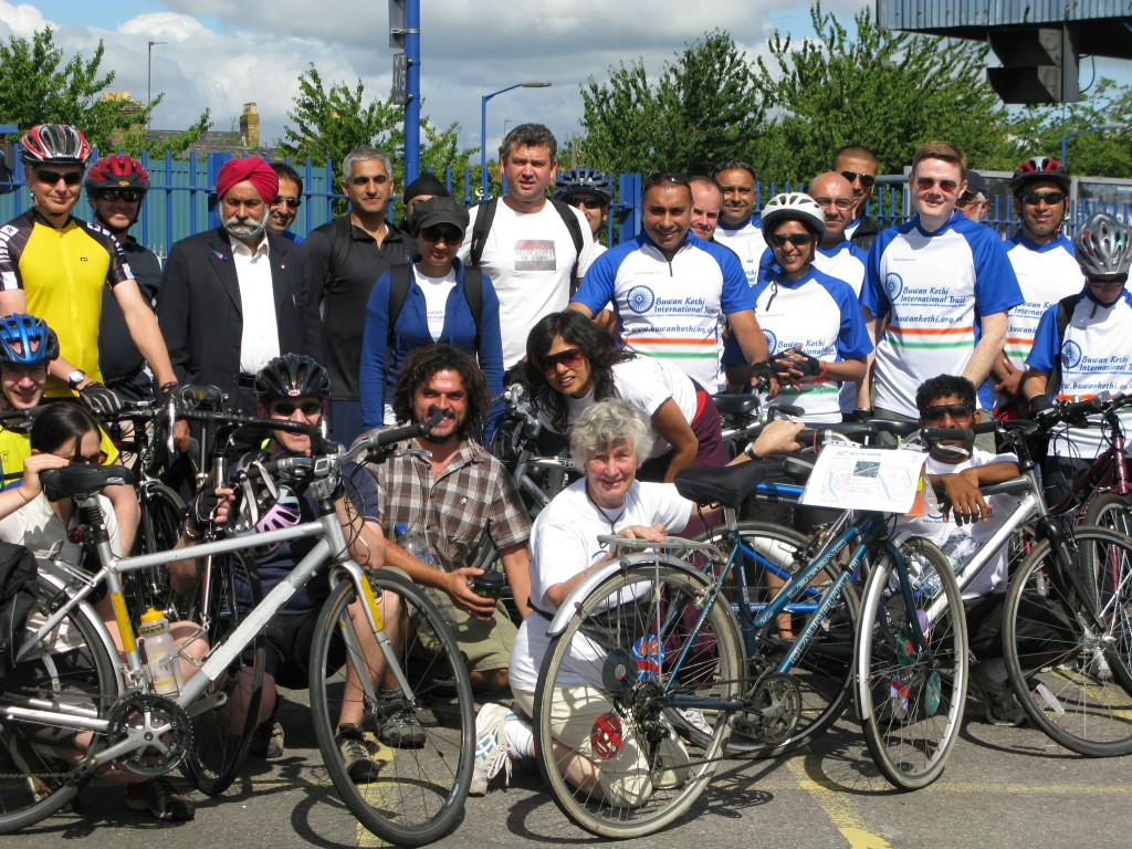 Cyclists group photo from 2008 ride